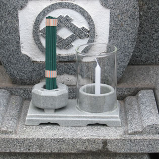 墓用仏具、石目調線香・ロウソク立て黒部の通販・販売